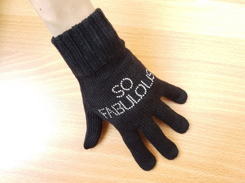 Ladies knitted gloves with synthetic diamonds