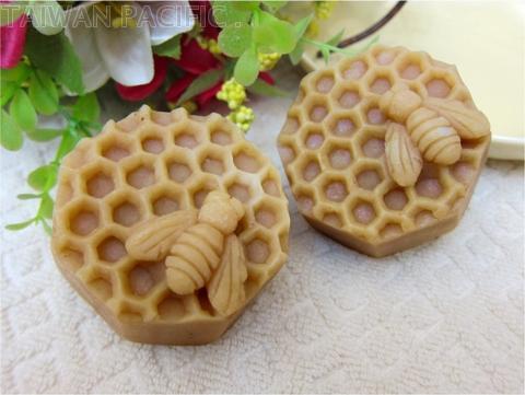 Honey-moisturizing handmade soap