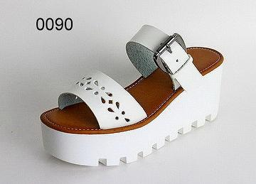 Women Elegant Sandals with Thick High Heel in Flat Type