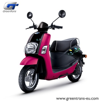 GreenTrans EM80 classic look e-scooter front view fuchsia red