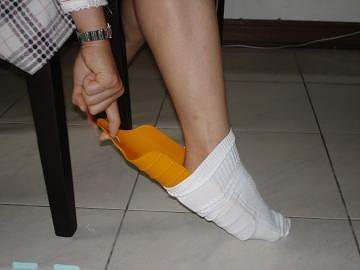 taiwan the appliance for wearing (taking off) shoes and socks