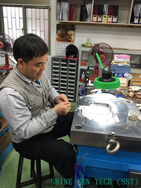 Shine Sen mold department