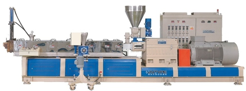 Co-rotating type twin screw extruder