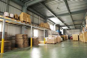 広々とした倉庫