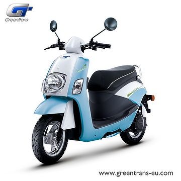GreenTrans EM80 classic look e-scooter front view blue white