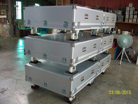Taiwan Reusable Hard Shipping Case with Internal Casters