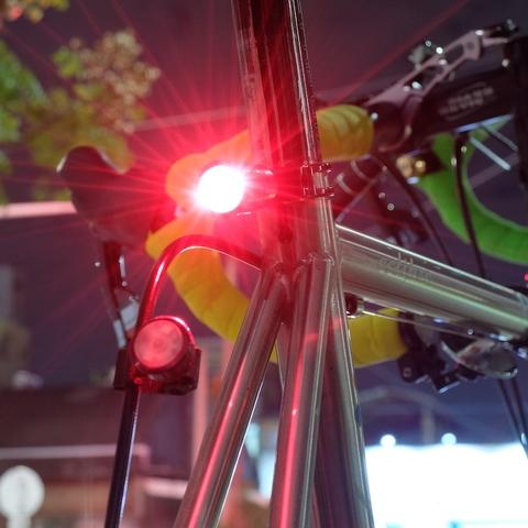 red tail light on seat post clamp by QR structure