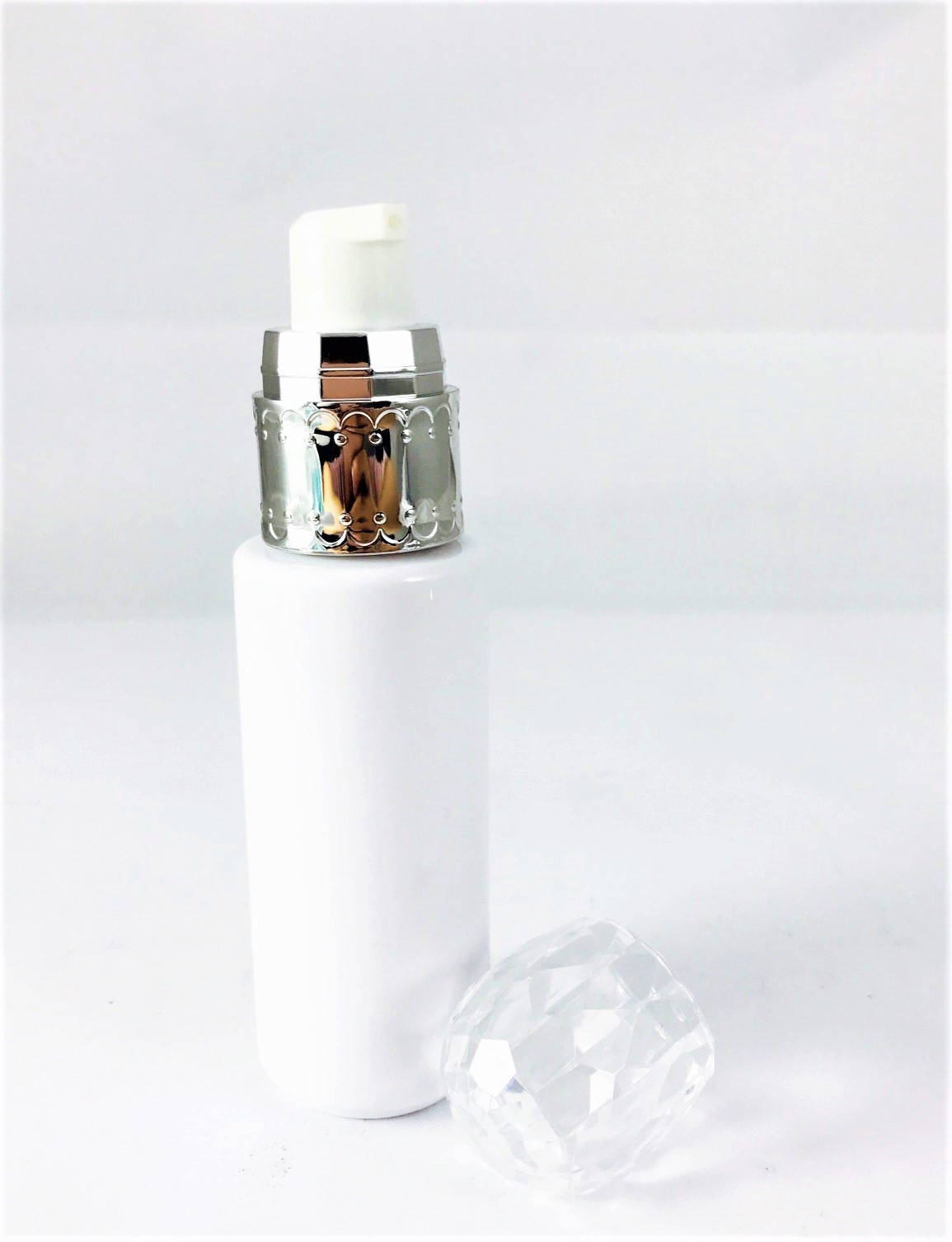 Diamond cut PET lotion bottle