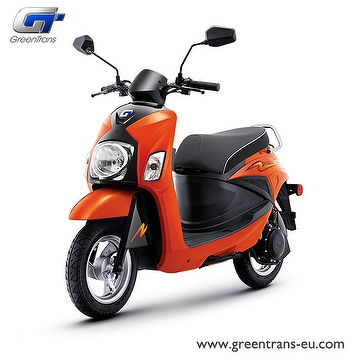 GreenTrans EM80 sporty look e-scooter front view
