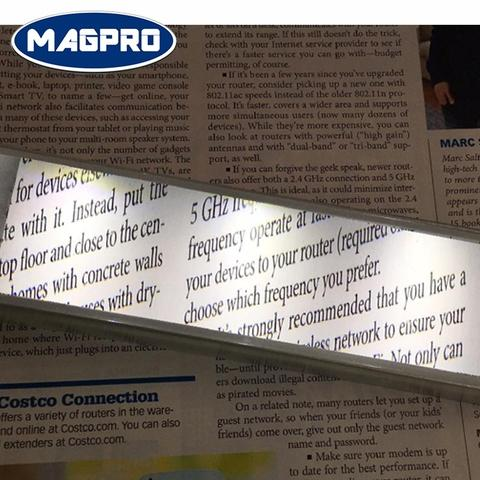 《Magpro》 Hand Held LED Raise Bar Magnifier