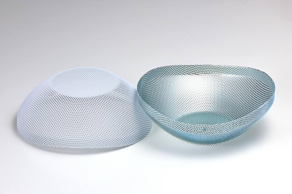 Metal mesh for speaker grill