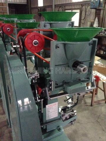 Snap Button Automatic Attaching Machine
