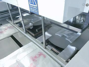 Heat sealer machine sealing plastic bag