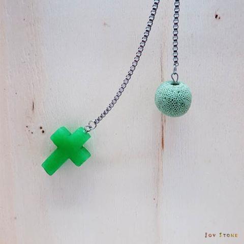 綠玉寶石十字架香氛石項鍊 天然水晶 鈦鋼中長鍊