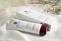 LES ROUGE WHITENING FACIAL CLEANSER