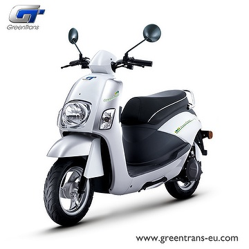 GreenTrans EM80 classic look e-scooter front view silver white