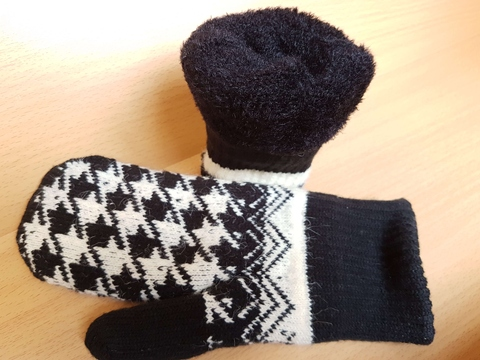 Knitted mittens with Houndstooth pattern, self-knitted lining with brush and rib cuff