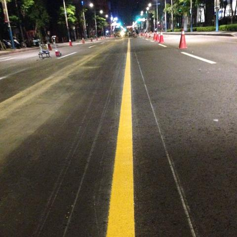 Reflective Thermoplastic Traffic Paint for Road Marking Made