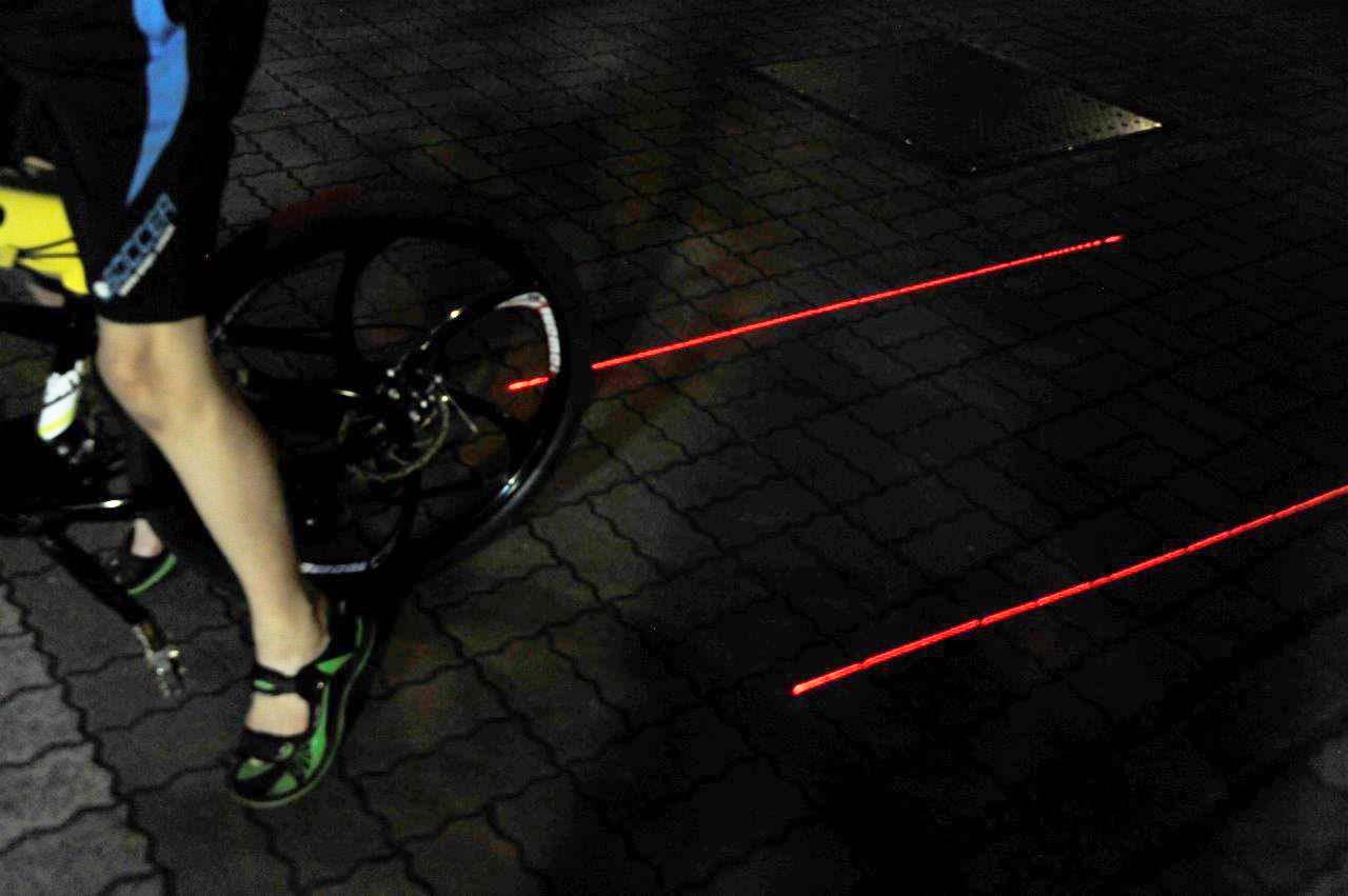 LIOOBO Luz Trasera de Bicicleta de monta/ña-Forma de Calavera-L/ámpara de Seguridad sin bater/ía roja