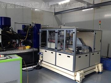 IN-MOLD-LABELING MACHINE