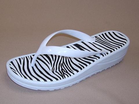 19b20913c34b Taiwan Ladies Jelly Sandals Flip Flops Flat Beach Sandals ...